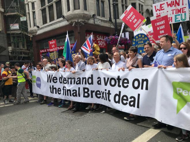 Cabecera de la manifestación con la activista Gina Miller, que llevó el Brexit a los tribunales.