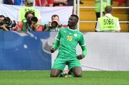 Mbaye Niang celebra el segundo gol de Senegal a Polonia, en el debut mundialista.