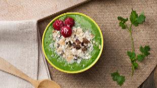 Recetas con Thermomix: smoothie bowl de espinacas y kiwi