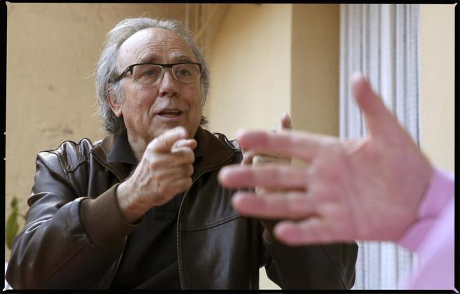 El cantante Joan Manuel Serrat ha visitado este sábado al