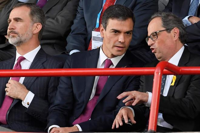 Pedro Sánchez escucha a Quim Torra en la inauguración de los Juegos...