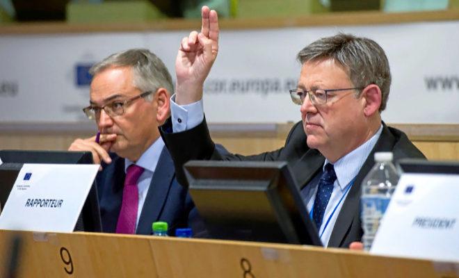 Ximo Puig, vota tras presentar ante la Comisión de Política de Cohesión del Comité Europeo las Regiones. EFE