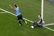 Luis Suárez celebra el primer gol de Uruguay ante Rusia.