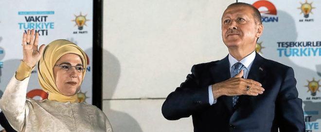 El presidente Erdogan y su esposa Emine Erdogan.