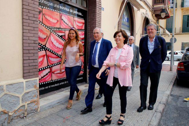 Soraya Sáenz de Santamaría, acompañada del presidente de Melilla,...