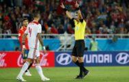 Irmatov indica la revisión por VAR del gol de Aspas a Marruecos.
