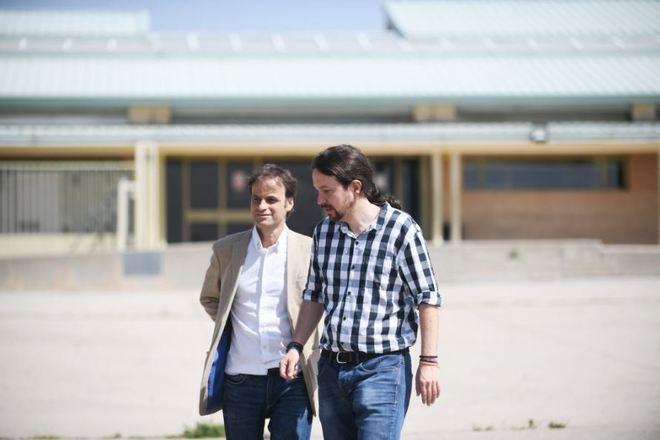 Pablo Iglesias sale de Soto del Real con el teniente de alcalde de...