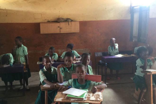 """Las aulas de Maltiti son muy precarias, las niñas necesitan """"de..."""