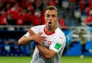 Xherdan Shaqiri celebra su gol ante Serbia simulando un águila.