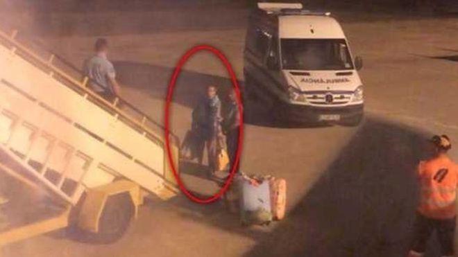 Fotografía del pasajero tras expulsado del avión.