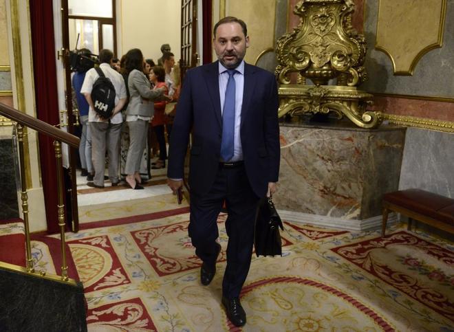 José Luis Ábalos, ministro de Fomento, a su llegada al Congreso de...
