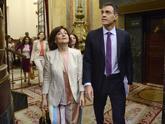 Carmen Calvo y Pedro Sánchez, a su llegada al Congreso de los...