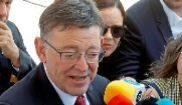 El presidente valenciano, Ximo Puig, atiende a los periodistas en...