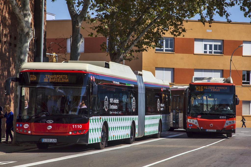 Imagen de archivo de los autobuses TMB de Barcelona