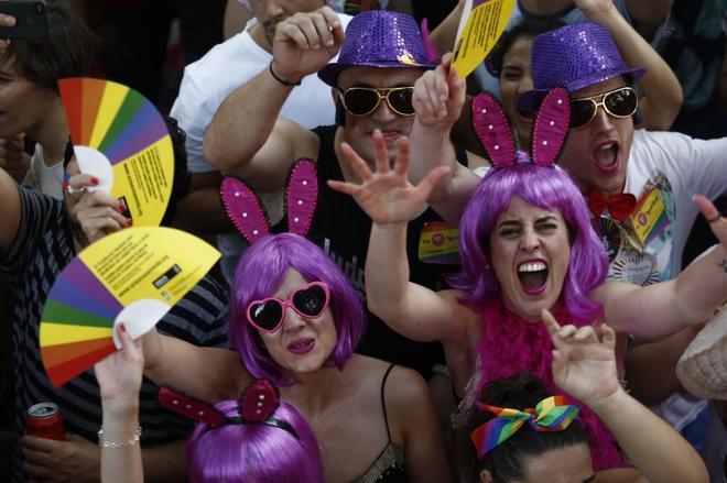 Varias personas, en la manifestación del día central del Orgullo, en Madrid.
