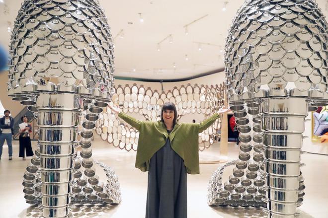 El mundo en femenino de Joana Vasconcelos se funde con el Guggenheim Bilbao