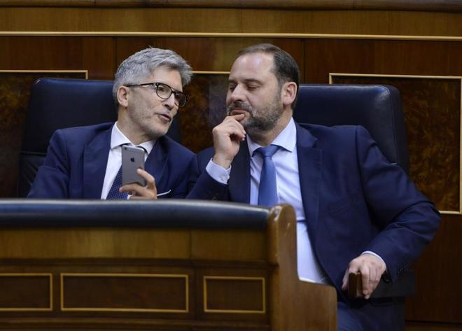 Los ministros Fernando Grande-Marlaska y José Luis Ábalos, en el Congreso de los Diputados.