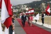 Margarita Robles pasa revista con su homólogo libanés, Yacoub...