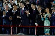 El rey Felipe VI (3i) declara inaugurados los Juegos Mediterráneos junto al presidente del Gobierno Pedro Sánchez (4d), el presidente de la Generalitat de Catalunya Quim Torra (3d).