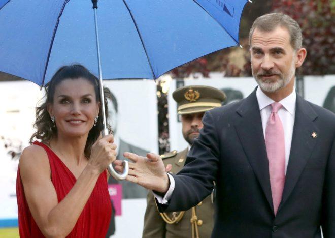 Los Reyes Felipe y Letizia, a su llegada, ayer, a la ceremonia de entrega de los Premios Princesa de Girona.