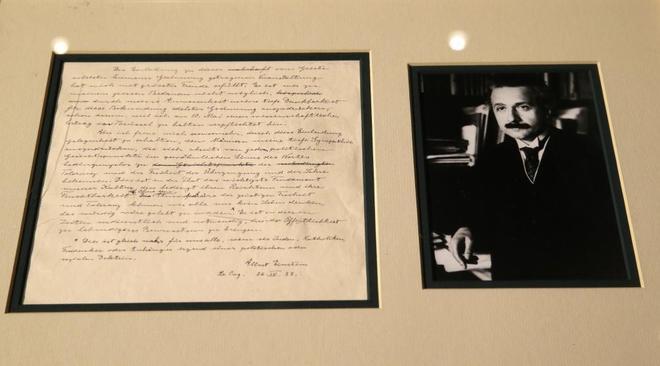 Una carta de Albert Einstein y su esposa, Elsa, escrita