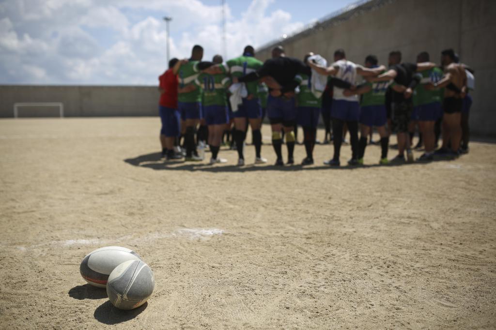 Los reclusos de la cárcel de Estremera previo a que comience el partido de Rugby