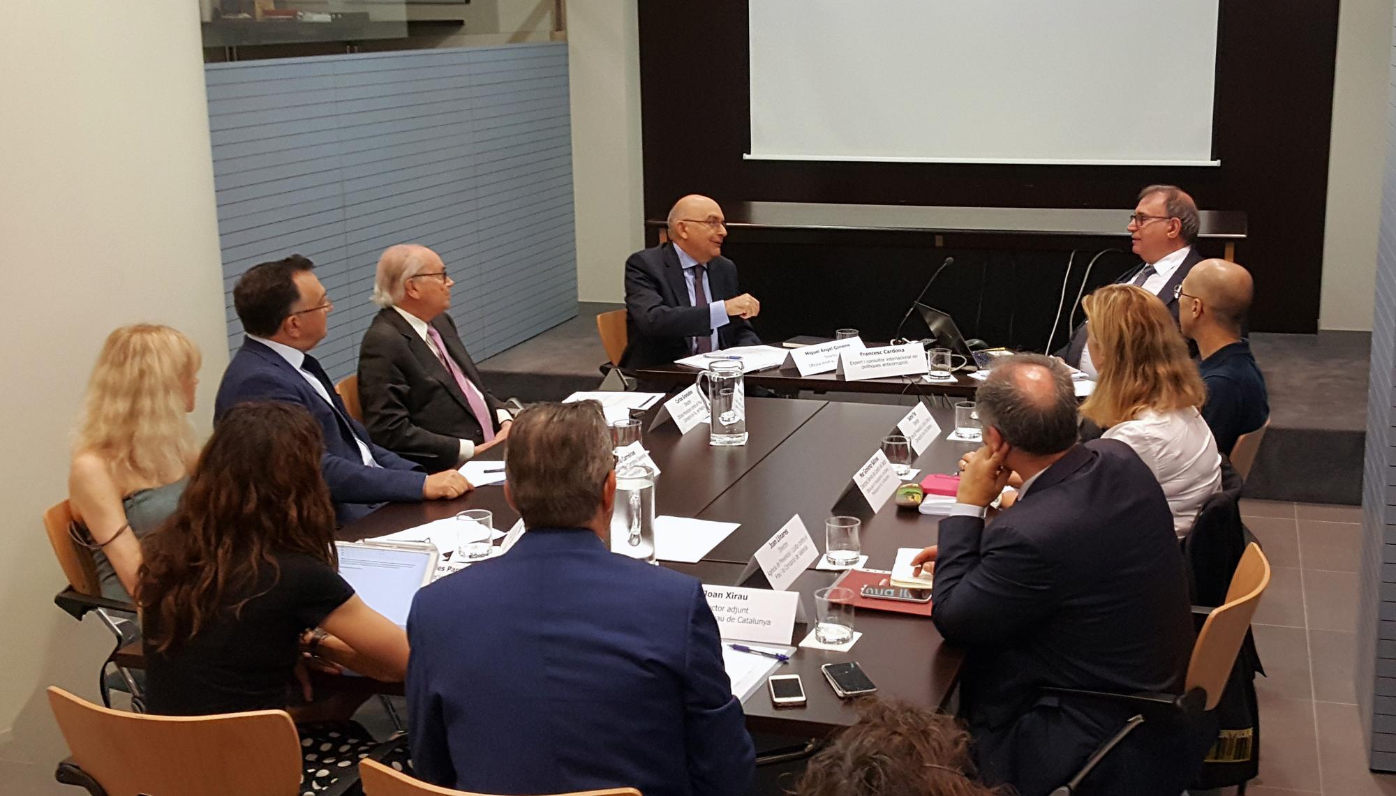 Imagen del encuentro de directores de agencias contra la corrupción