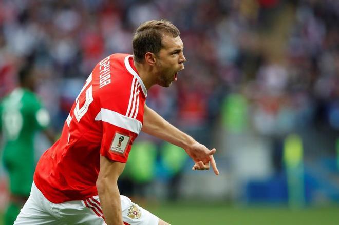 Artem Dzyuba celebra su gol ante Arabia Saudí.