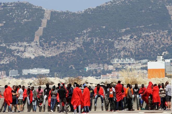 Inmigrantes africanos rescatados en aguas del Estrecho de Gibraltar