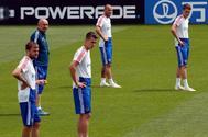 Cherchesov y algunos jugadores de la selección rusa, durante un entrenamiento.