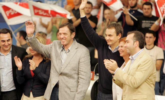 Los candidatos del PSPV en 2007 a la Generalitat, Joan Ignasi Pla, y...