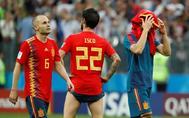 Iniesta e Isco, tras la eliminación de España en el Mundial de Rusia.