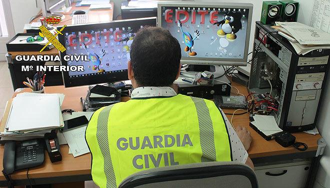 Un investigador de la Guardia Civil de Castellón, en la operación Gravelinas.