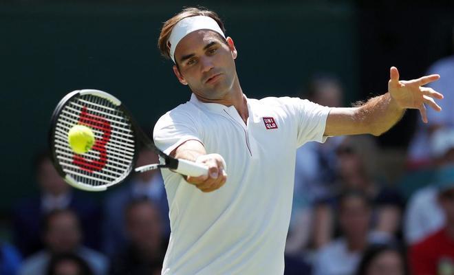 Federer, durante su partido de primera ronda en Wimbledon.
