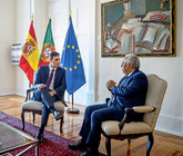 El presidente del Gobierno, Pedro Sánchez, junto al presidente...
