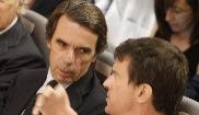 José María Aznar, junto a Manuel Valls, en la clausura de un acto en...