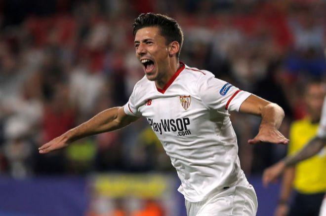 Lenglet celebra un gol con la camiseta del Sevilla.