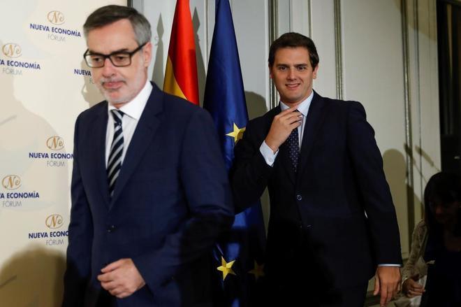 José Manuel Villegas y Albert Rivera, esta mañana, en el desayuno informativo del Fórum Europa.