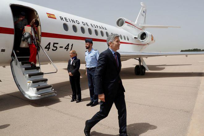 El ministro del Interior, Fernando Grande-Marlaska, a su llegada hoy a Argel.