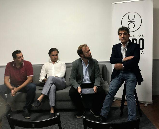 Vicente Nogueroles, Nacho Lloret y Chapu Apaolaza escuchan al presidente de la FTL: Victorino Martín