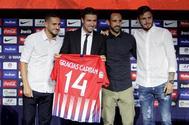 """Gabi, junto a sus ex compañeros """"Koke"""", Juanfran y Saúl durante su acto de despedida."""