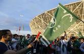Aficionados de Arabia Saudí, en el exterior del Vologograd Arena...