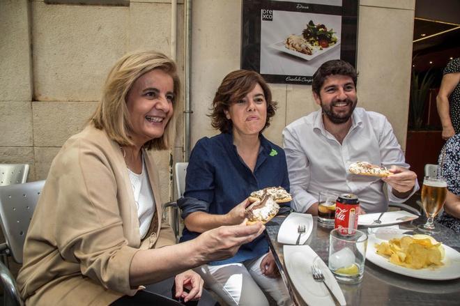 Fátima Báñez, Soraya Sáenz de Santamaría y Fernando López Miras en Murcia