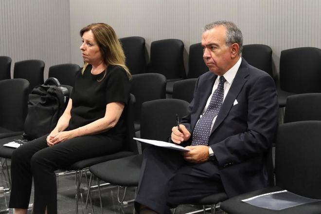 Los ex directores generales de la CAM, María Dolores Amorós y...
