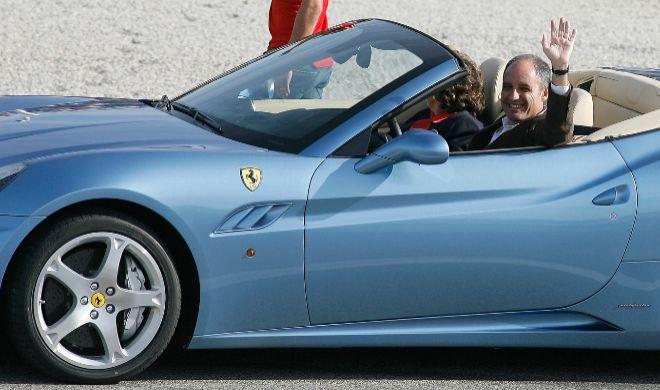 Francisco Camps en un Ferrari por el circuito de la Fórmula 1.