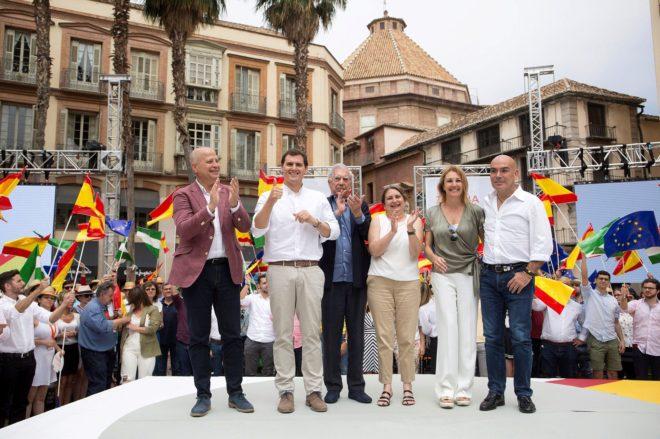 Javier Imbroda, a la izquierda, junto a Albert Rivera, durante un acto de la plataforma de Ciudadanos, 'España ciudadana', el 16 de junio en Málaga.