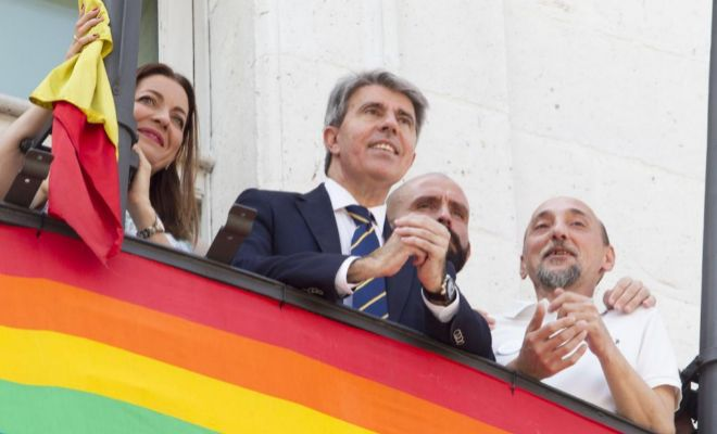 Ángel Garrido, tras colocar la bandera gay en la sede del Gobierno de Madrid.