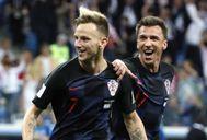 Rakitic y Mandzukic celebran un gol ante Dinamarca.
