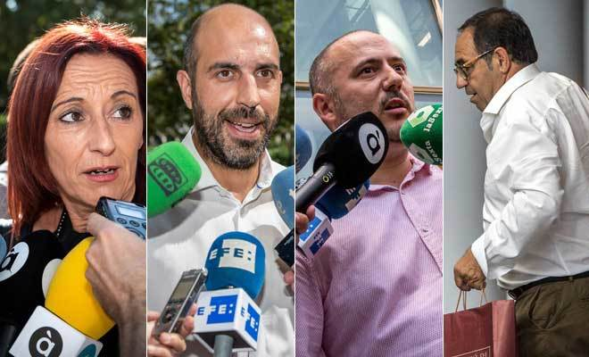 Maria Josep Amigó (Compromís), Pablo Seguí (PSPV), Jorge Ochando (Cs) y Rafael Soler (PP), ayer tras comparecer ante el juzgado que instruye la operación 'Alquería'. BIEL ALIÑO