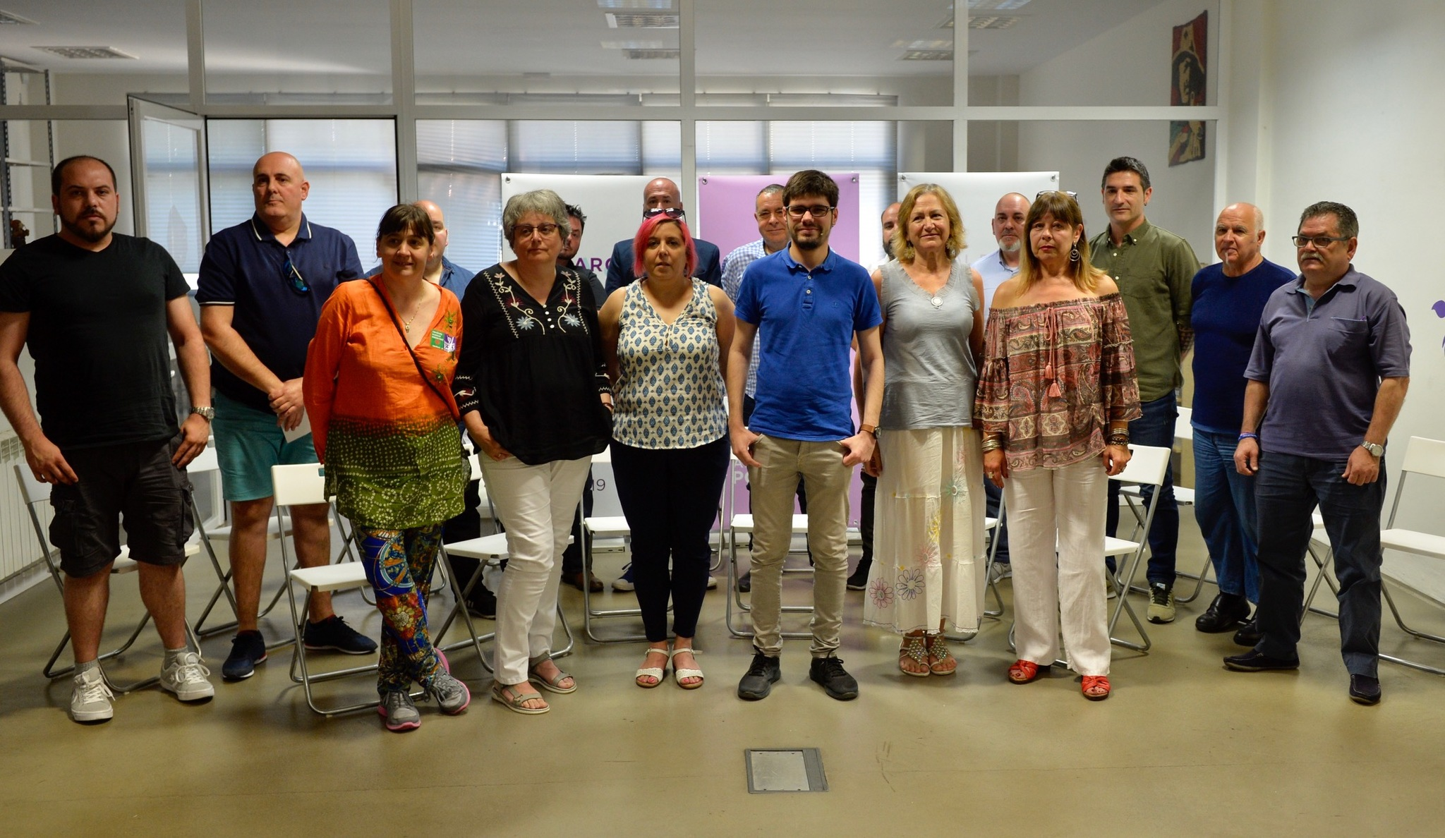 Lander Martínez acompañado por los nuevos secretarios municipales de su formación en Euskadi.